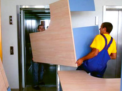 Погрузка имущества компании для переезда